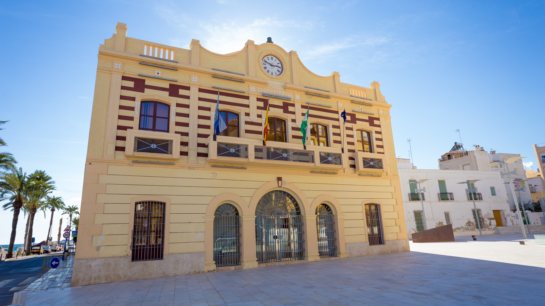 Filming almer a oficina provincial de cine for Oficina catastro almeria